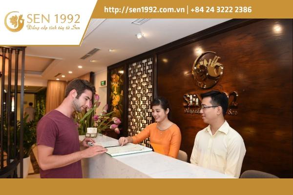 Massage Việt Nam thu hút du khách quốc tế trải nghiệm dịch vụ.