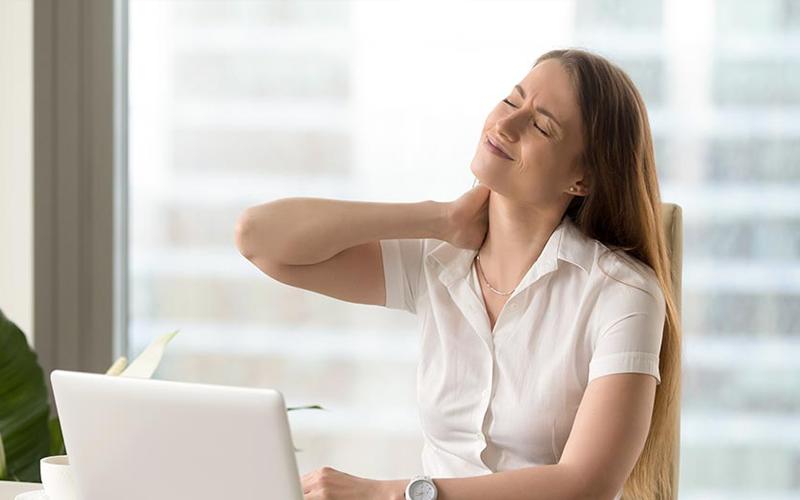 Đau mỏi cổ vai gáy là căn bệnh thường gặp ở dân văn phòng