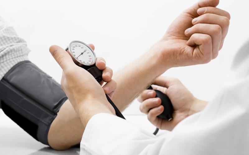 Xoa bóp trị liệu có thể khắc phục tình trạng đau nhức do thoát vị đĩa đệm gây nên