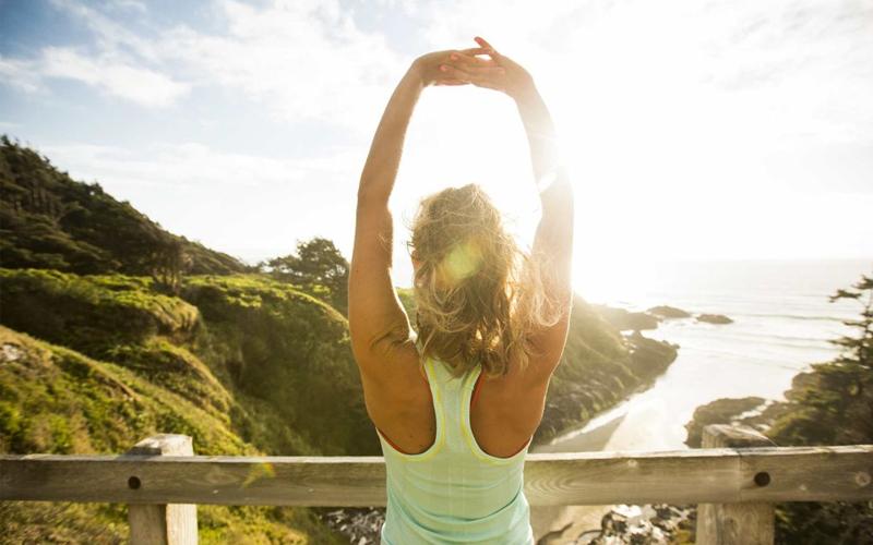 Căng cơ và thư giãn giúp giảm đau lưng và vùng vai nhanh chóng